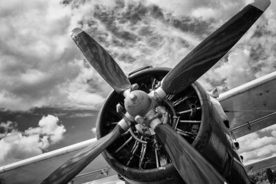 Obraz Bliska starego samolotu w czerni i bieli