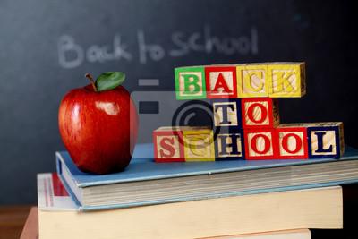Obraz Bloki ABC i jabłko na czarnym pokładzie