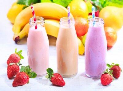 Obraz butelki smoothie z owocami