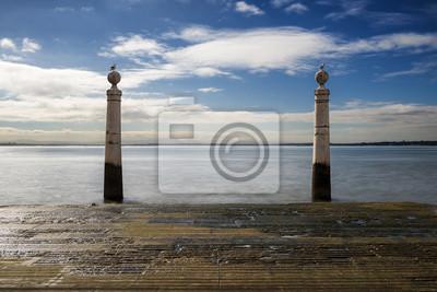Cais das Colunas w Lizbonie, Portugalia