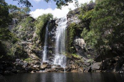 Obraz Cascada grande con abundante agua en el medio de una Foresta. Cooktown, Queensland, Australia