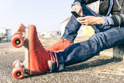 Obraz Chłopiec figurowa z inteligentnego telefonu