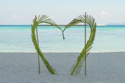 Coconut pozostawia serce plaży w Phuket, Tajlandia