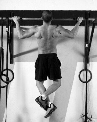 Obraz CrossFit palce do baru człowiek pull-up 2 bary treningu