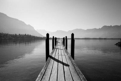 Obraz czarno-biały drewniany most