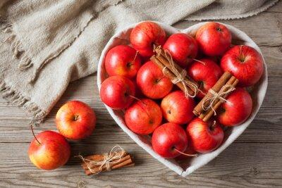 Obraz Czerwone jabłka z cynamonem