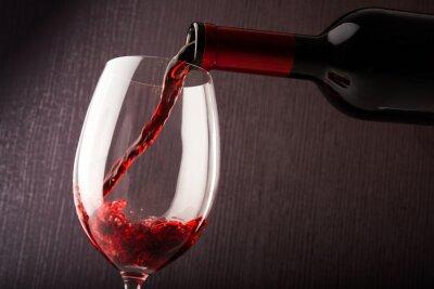 Obraz Czerwone wino wlewając
