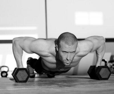 Obraz Człowiek Gym push-up pushup siły z hantle