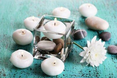 Obraz Dekoracyjny wazon z świece, woda i kamienie