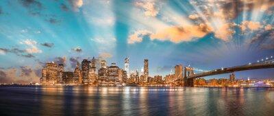 Obraz Dramatic sky over Brooklyn Bridge and Manhattan, panoramic night