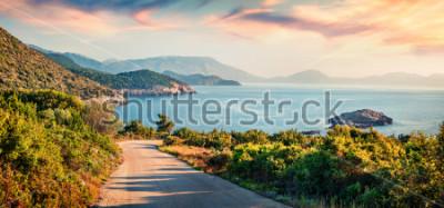 Obraz Droga do plaży Ierussalim. Malowniczy poranny pejzaż morski z Morza Jońskiego. Imponujące wschód słońca na wyspie Kefalonia, Grecja, Europa. Podróże koncepcja tło.