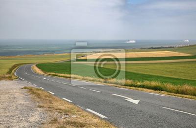 Droga na wybrzeżu morza w pobliżu miasta Wissant w Nord-Pas-de-Calais