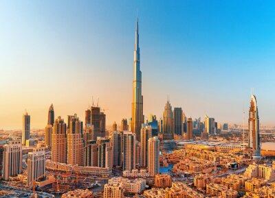 Obraz DUBAJ, ZJEDNOCZONE EMIRATY ARABSKI-LUTY 18, 2017: Piękny Dubaj śródmieście przy zmierzchem, Dubaj, Zjednoczone Emiraty Arabskie