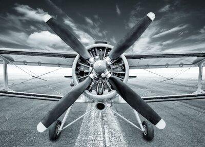 Obraz dwupłatowiec na pasie startowym