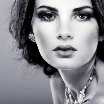 Obraz elegancka dziewczyna jest w stylu mody. Dekoracja ślubna