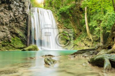 Erawan wodospad w Kanchanaburi, Tajlandia