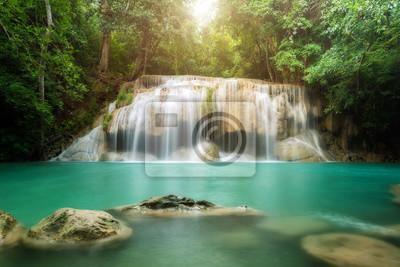 Erawan wodospad w Kanchanaburi w Tajlandii.
