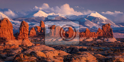 Obraz FEBRUARY 15, 2019 -  ARCHES NATIONAL PARK, UTAH , USA - Arches National Park, Utah at sunset - Lasalle Mountains in distance