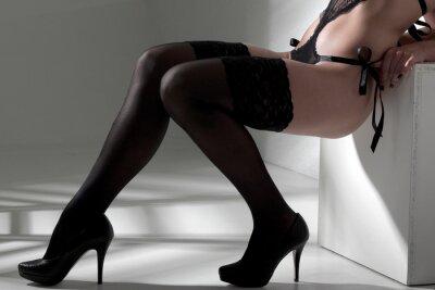 Obraz Frau mit sexy Beinen znajdują Strümpfe