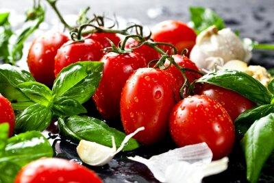 Obraz Frische pomidory mit bazylia und Knoblauch