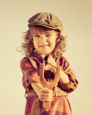 Obraz Funny dziecko drewniana proca strzelanie