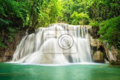 Głęboki las wodospad w Kanchanaburi, Tajlandia