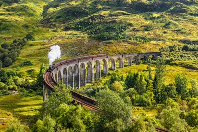 Obraz Glenfinnan Wiadukt kolejowy w Szkocji z Jacobite pociąg parowy pomijając