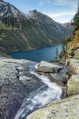 gór i spadającej wody