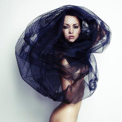 Obraz Gorgeous lady pod zasłoną