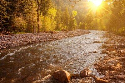 Obraz Górskie rzeki o zachodzie słońca