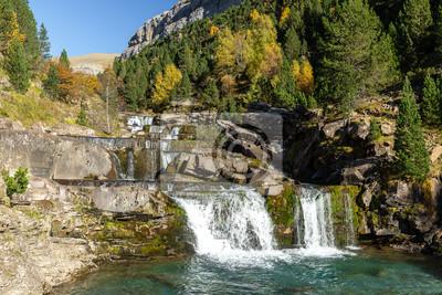 Gradas De Soaso, Falls na rzece Arazas, Park Narodowy Ordesa, Huesca, Hiszpania