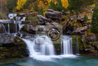 Gradas Soaso, Falls na rzece Arazas, Park Narodowy Ordesa, Huesca, Hiszpania