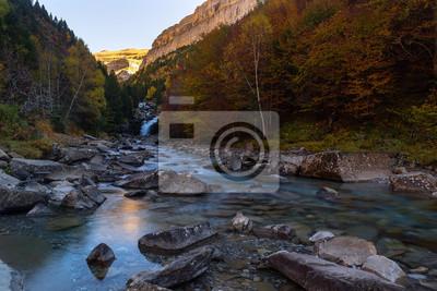 Gradas z Soaso, Falls na rzece Arazas, Ordesa i Monte Perdido National Park, Huesca, Hiszpania