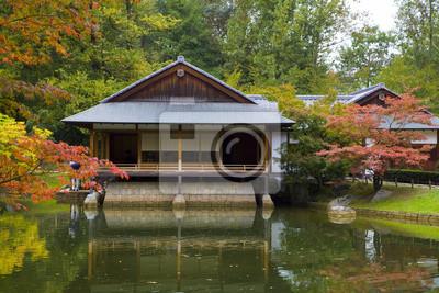 Herbaciarnia, odzwierciedlając w stawie w Ogrodzie Japońskim, Hasselt,