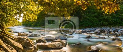 Obraz Herbstpanorama am Fluss mit goldenen Sonnenstrahlen