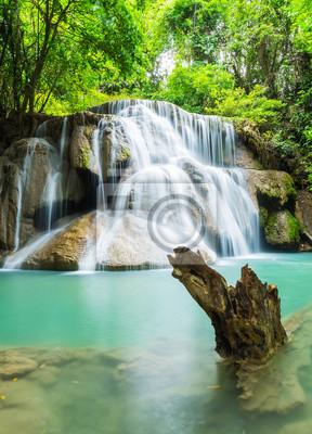 Huai Mae Khamin wodospad w prowincji Kanchanaburi, Tajlandia.