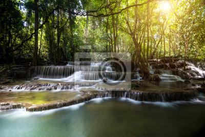 Huay Mae Khamin 4-cie wodospad w Kanchanaburi, Tajlandia