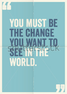 Obraz Inspirujące, motywujące cytaty autorskie Mahatmy Gandhiego, na tle plakatu.