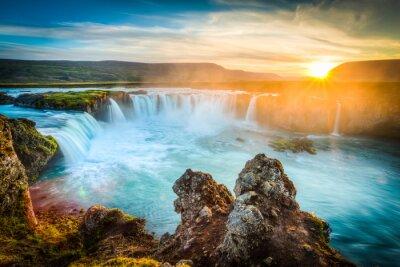 Obraz Islandia, Godafoss na zachodzie słońca, piękny wodospad, długi czas ekspozycji