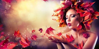 Obraz Jesień kobieta dmuchanie czerwone liście - Piękna modelka Dziewczyna