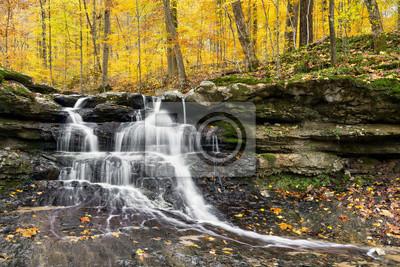 Jesień wodospad w Tailwater - Owen County, Indiana