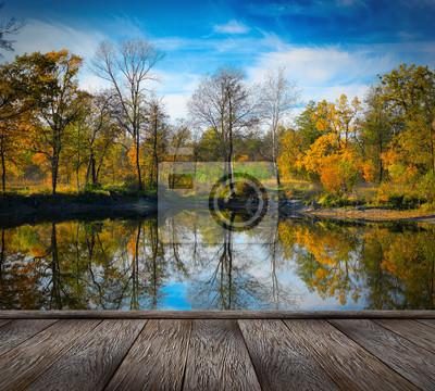 Jesienią kolorowe liście nad jeziorem