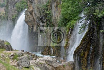 Kapuzbashi Waterfall s _ Turcja