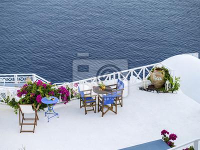 kawiarnia-stół na morze na Santorini