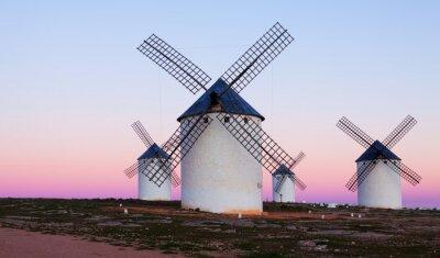Obraz Kilka Wiatraki na polu w wieczór