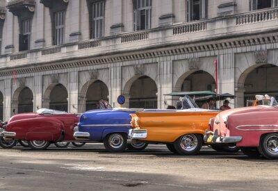 Obraz Klasyczne amerykańskie samochody w Hawanie, na Kubie