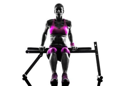 Obraz kobieta fitness ćwiczenia pompek sylwetkę