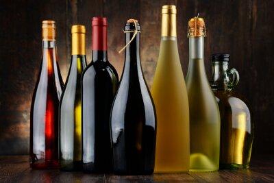 Obraz Kompozycja z rozmaitych butelek wina