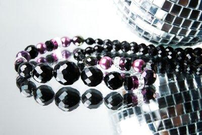 Obraz Koralik z disco kulki na lustrze