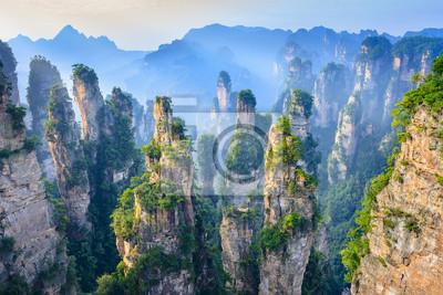 Obraz Krajobraz Zhangjiajie. Lokalizować w Wulingyuan Scenicznym i Historycznym Interesie (Wu Ling Yuan Feng Jing Ming Sheng Qu), Hunan, porcelana.